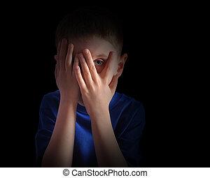 yeux, couverture, effrayé, peu, enfant noir