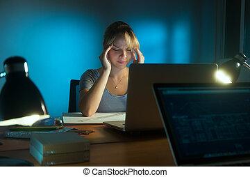 yeux, femme, bureau, fonctionnement, fatigué, nuit tardive
