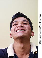 yeux, jeune regarder, appareil photo, homme asiatique, heureux