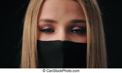 yeux, masque, portant noir, femme, larmes