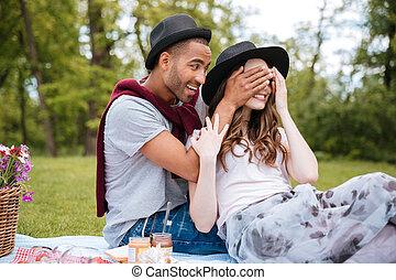 yeux, sien, parc, jeune, gai, petite amie, couvert, homme