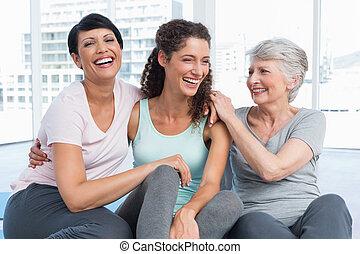 yoga, anfald, kvinder, muntre, klasse