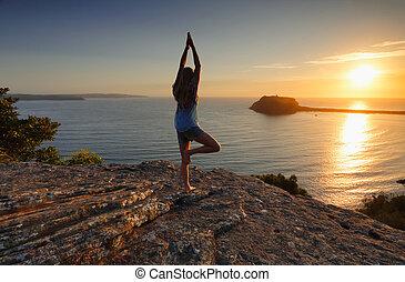 yoga, boom maniertje, -, vrksasana, zee, zonopkomst