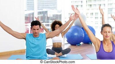yoga brengen onder, zittende , in, lotus maniertje, om te