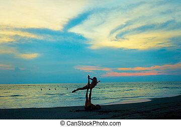 yoga, couple, pratique, plage