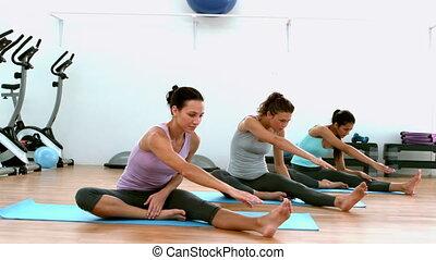 yoga, crise, femmes, rue, ensemble
