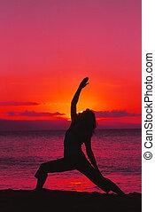 yoga, dans, dramatique, coucher soleil