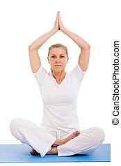 yoga, femme aînée, méditer