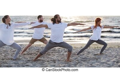 yoga, gens, groupe, exercices, confection, plage