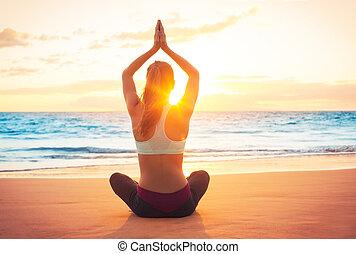 yoga, kobieta, zachód słońca