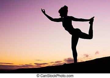 yoga, kvinde, hos, solnedgang