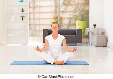 yoga, milieu, méditation, femme, vieilli