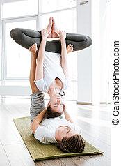 yoga, para, razem, studio, położenie, akrobatyczny