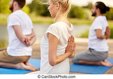 yoga, persone, gruppo, fuori, esercizi, fabbricazione