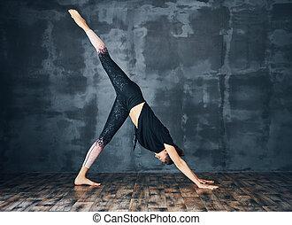 yoga, verso il basso, scuro, giovane, cane, donna, attivo,...
