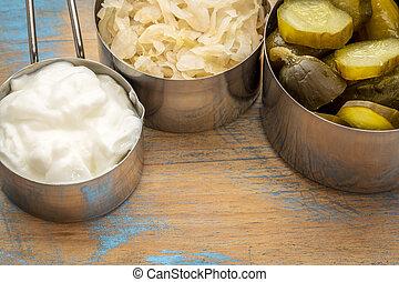 yoghurt, zuurkool, pickles