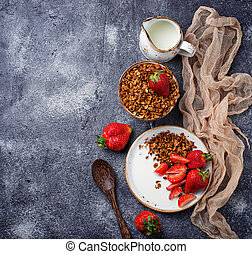 yogurt, fragole, granola