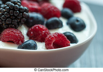 yogurt with forest berries - delicious healthy vegetarian ...