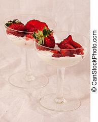 Yogurt with fresh strawberries.