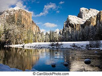 Yosemite California - Yosemite Valley in winter