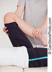 youn, портрет, нога, растягивание, женщина, массажистка