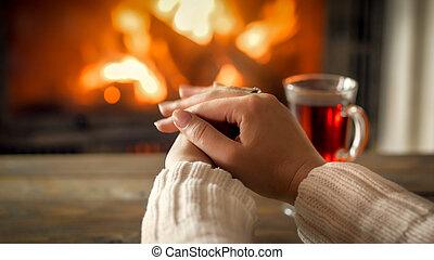 youn, 女, g, イメージ, クローズアップ, 手, 暖炉, セーター, 暖まること