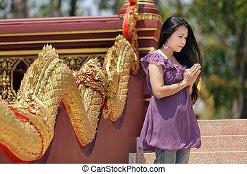 asian woman praying