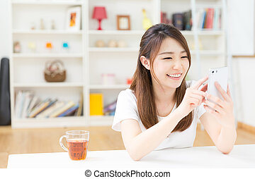 woman to see a smart phone