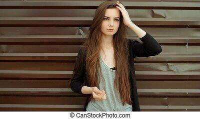 Young beautiful caucasian brown hair woman posing outdoor in...
