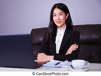 business woman sitting at the desk with laptop