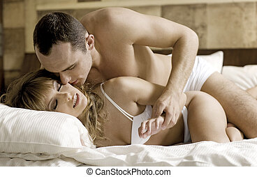 Free photos of couples in erotic foreplay
