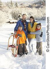 young család, álló, alatt, havas, táj, birtok, szánkó