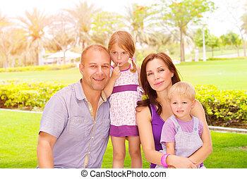 young család, a parkban