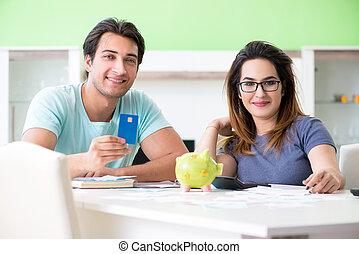 young család, erőlködő, noha, személyes pénzel