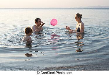 young család, játék, noha, labda, -ban, napnyugta