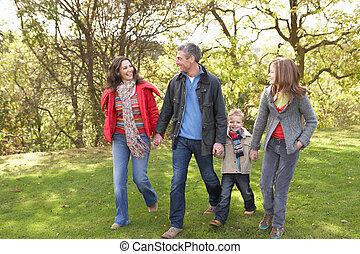 young család, szabadban, gyalogló, át, liget