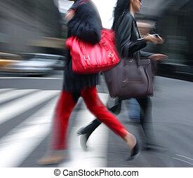 young emberek, -ban, csúcsforgalom, gyalogló, alatt, a,...
