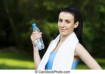 young eny, s, sklenice k zředit vodou