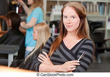 young felnőtt, hairstylist