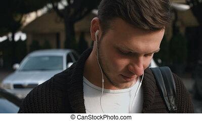 young felnőtt, hallgat hallgat zene