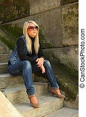 young felnőtt, woman ül