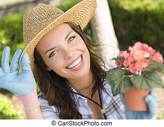 young felnőtt, woman kifáraszt kalap, kertészkedés, szabadban