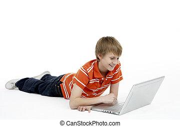 young fiú, használt laptop, számítógép