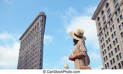 Young girl at the Flatiron building, NYC - Young girl at the...