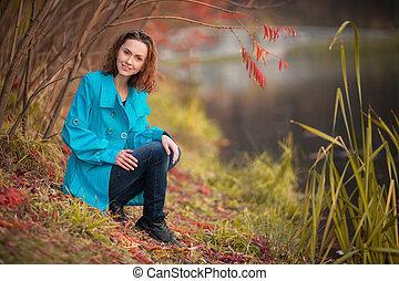 girl in autumn park