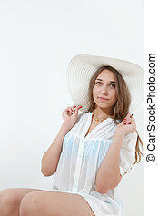 young girl in white beach hat
