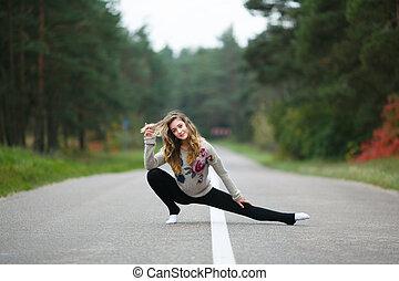 Young girl makes splits