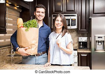 young kuplovat, s, jeden, ztopit k potravinářský obchod, nakupování