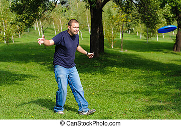 Young man playing frisbee