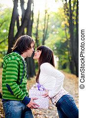 young párosít, csókolózás